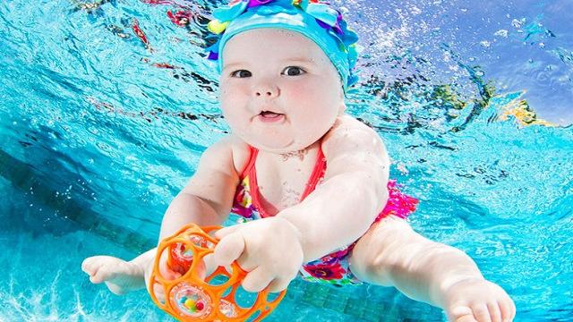 Bambina-nuota